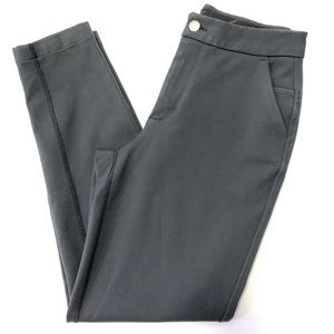 Lululemon cropped pants.